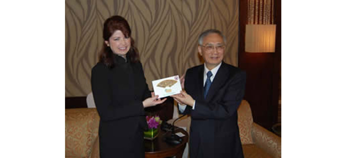 Lt. Governor Kleefisch giving the Gift of Wisconsin Ginseng in China